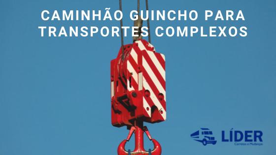 Caminhão guincho para transportes complexos